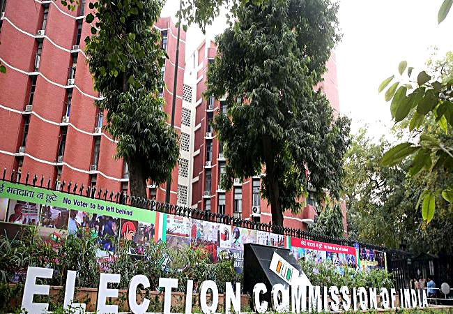 West Bengal Assembly Election 2021 : रैलियों में कोविड प्रोटोकॉल का हो रहा जमकर उल्लघंन