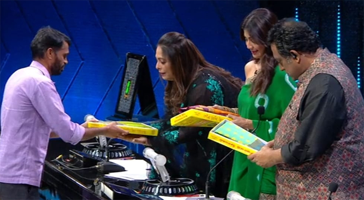 After Prithiraj's power-packed performance on Super Dancer, his factory worker father gifts handmade saris to the judges