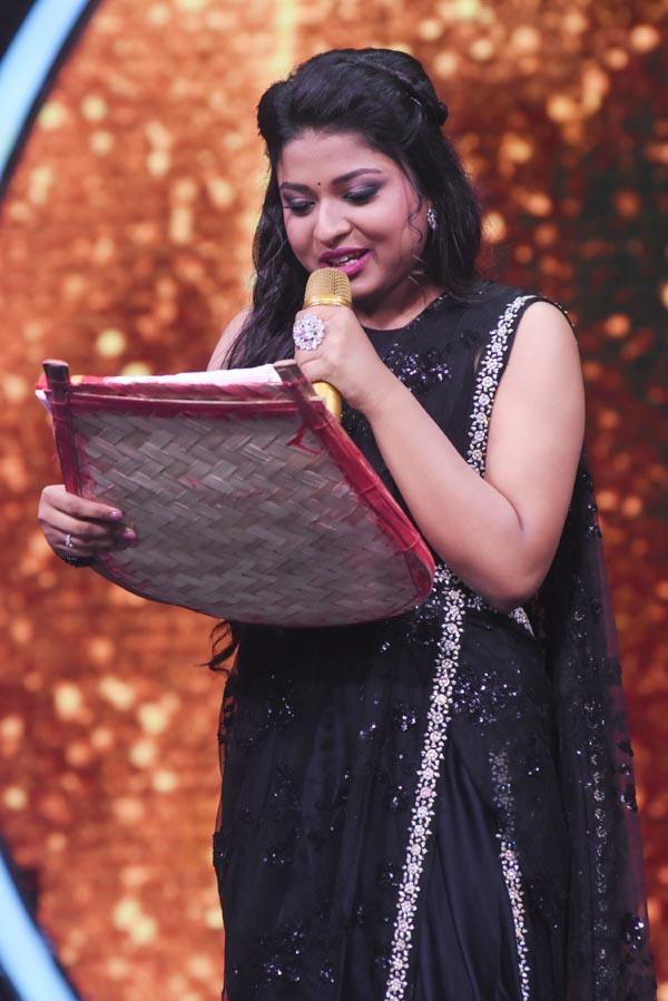 सोनी टीवी के इंडियन आइडल में बप्पी दा ने अरुणिता कांजीलाल को एक नहीं बल्कि दो-दो गिफ्ट दिए