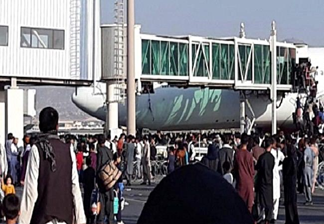 काबुल से उड़े इस विमान 134 की क्षमता वाले विमान में 800 को बैठाकर उड़ा अमेरिकी विमान
