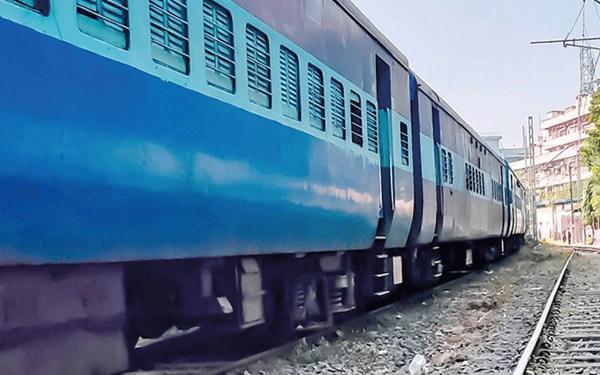पश्चिम रेलवे द्वारा 15 मेल/एक्सप्रेस विशेष ट्रेनों के सुपरफास्ट ट्रेनों में परिवर्तन का निर्णय